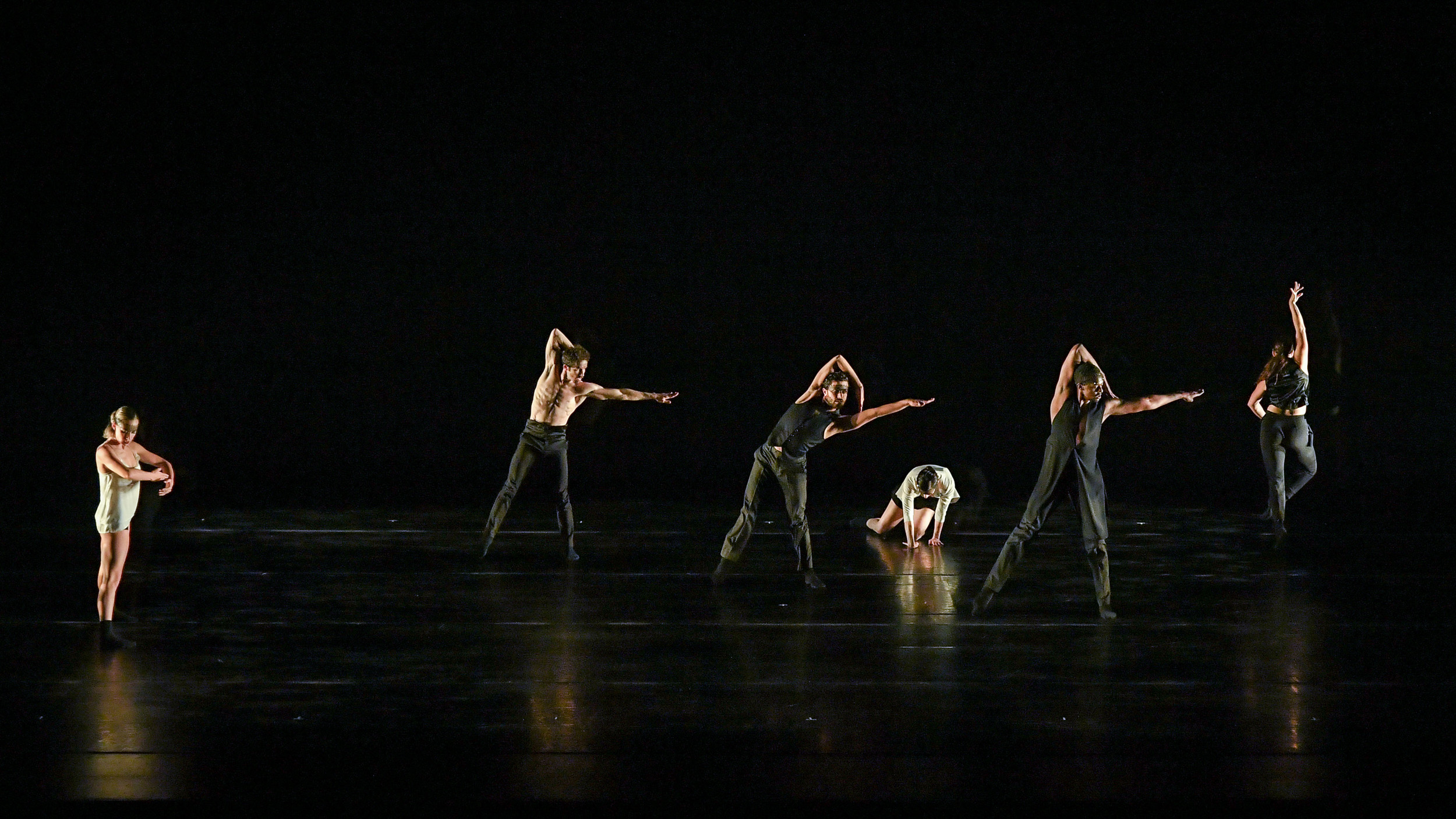 BODYTRAFFIC performing at the Wallis Annenberg Center for the Performing Arts May 31, 2018. Beyond the Edge of the Frame. Choreography: Sidra Bell. (l-r) Natalie Leibert, Guzmán Rosado, Joseph Davis, Tina Finkelman Berkett, Jamal White, Haley Heckethorn. PHOTO CREDIT: Rob Latour.