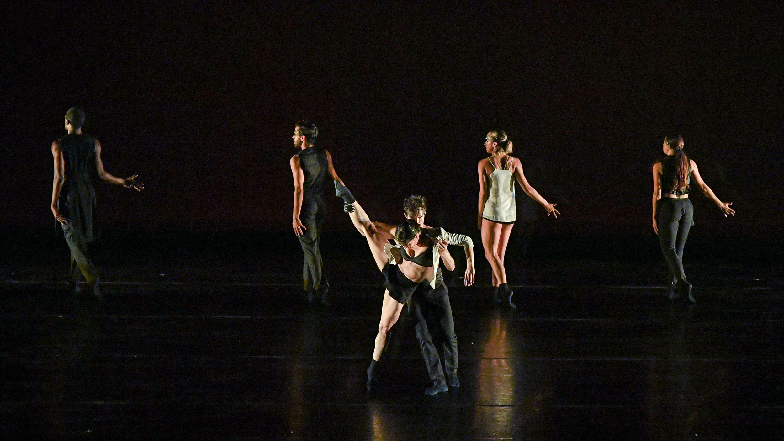 BODYTRAFFIC performing at the Wallis Annenberg Center for the Performing Arts May 31, 2018. Beyond the Edge of the Frame. Choreography: Sidra Bell. (l-r) Jamal White, Joseph Davis, Tina Finkelman Berkett, Guzmán Rosado, Natalie Leibert, Haley Heckethorn. PHOTO CREDIT: Rob Latour.