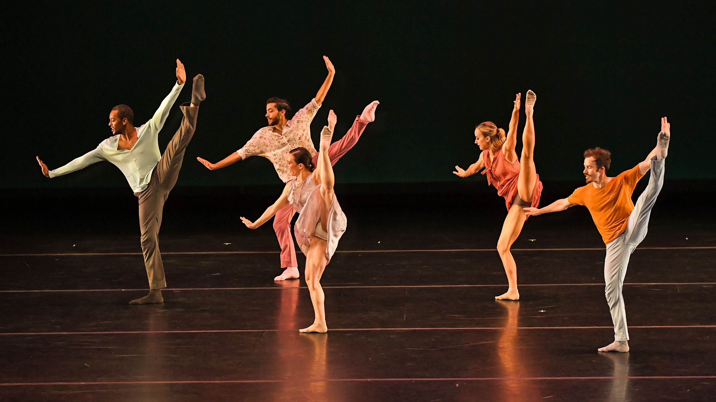 BODYTRAFFIC performing at the Wallis Annenberg Center for the Performing Arts May 31, 2018. o2Joy. Choreography: Richard Siegal. Jamal White, Joseph Davis, Tina Finkelman Berkett, Natalie Leibert, Guzmán Rosado. PHOTO CREDIT: Rob Latour.